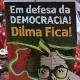 13mar2015---13mar2015---manifestantes-ergue-banner-em-que-se-pode-ler-em-defesa-da-democracia-dilma-fica-durante-ato-organizado-pela-cut-central-unica-de-trabalhadores